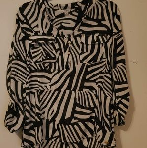Women's Guess Brand Medium Blouse T6-4